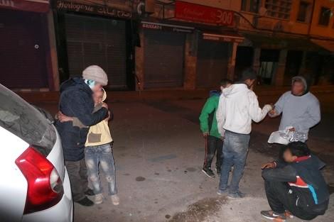 الجهوية 24 - متشردون يلتحفون البرد ويترقبون العطف في شوارع مدينة فاس