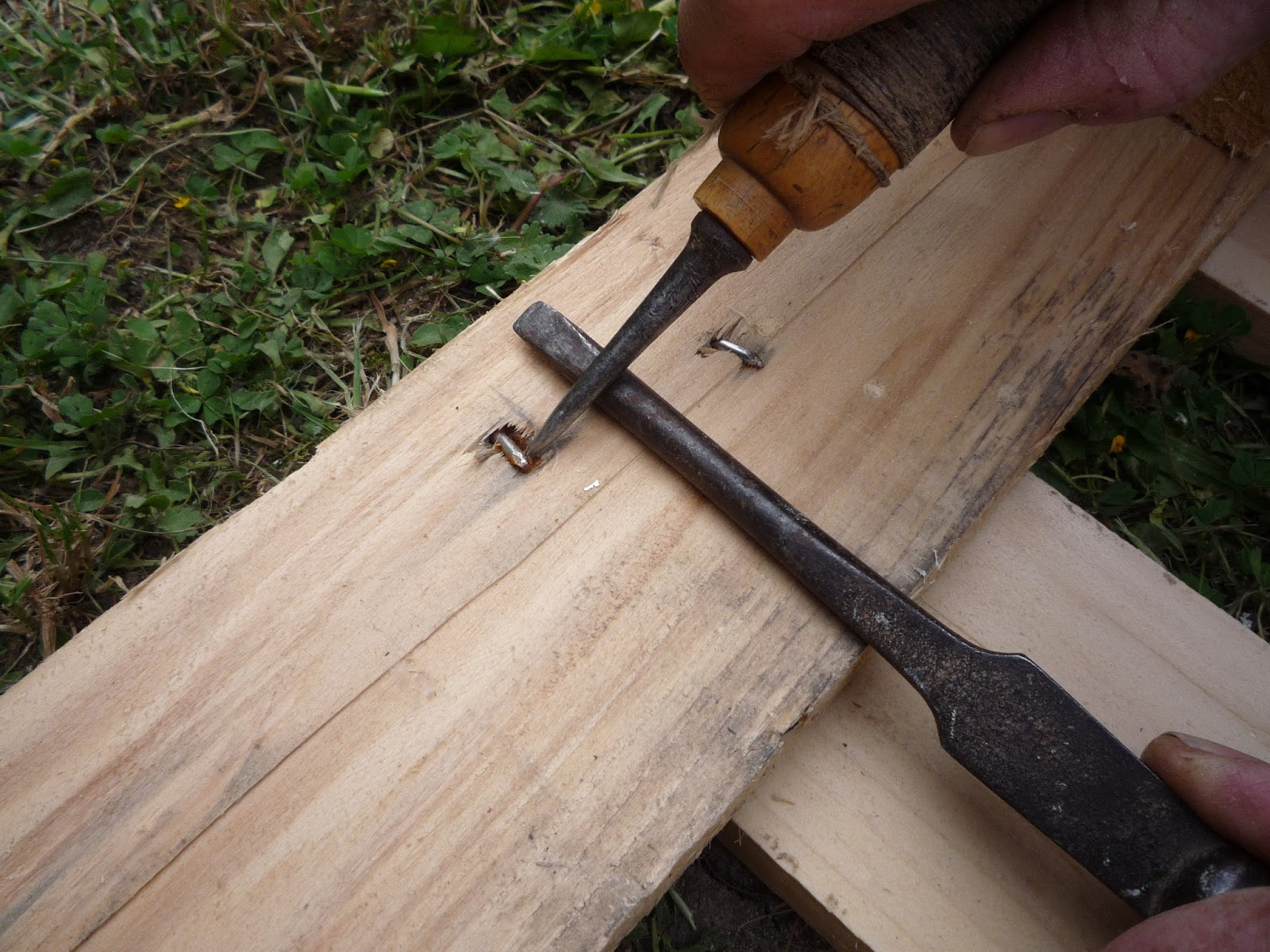 lifting nail point to take a pallet apart