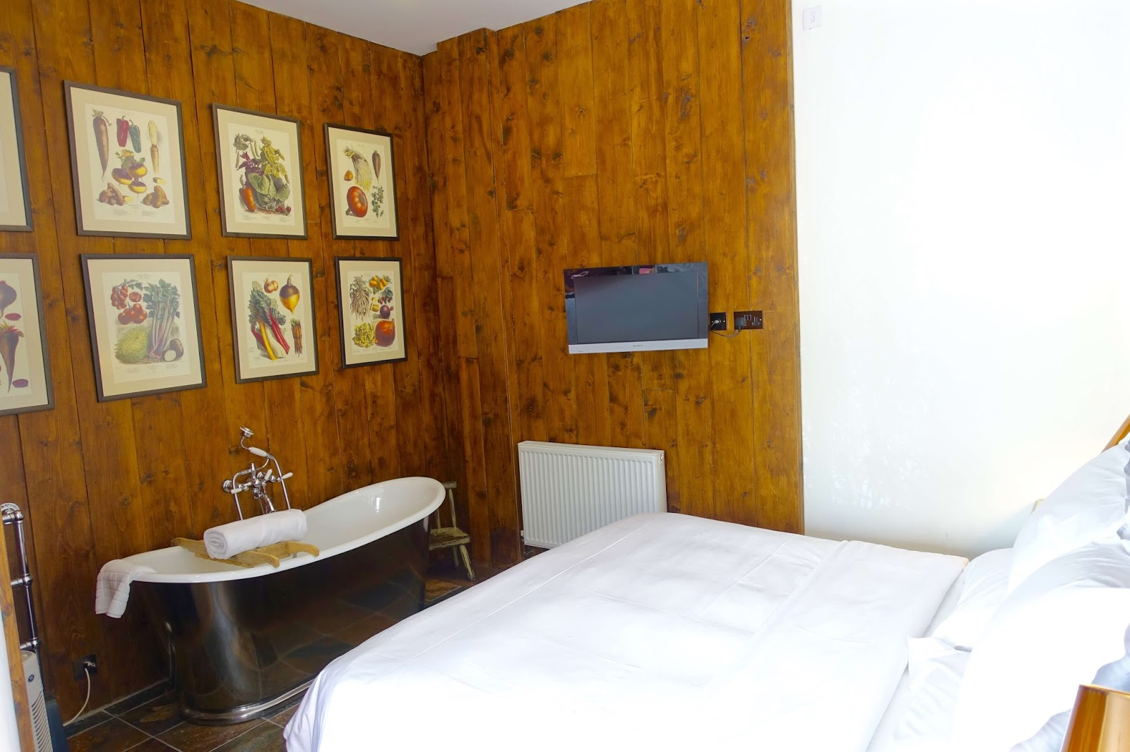 deluxe room with roll top bath at eckington manor