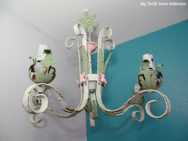 Shabby chic chandy