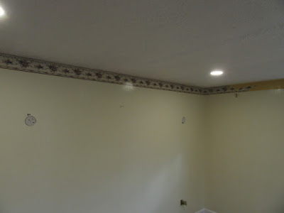 wall paper border on wall near ceiling