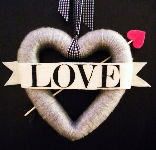 heart and arrow valentine wreath