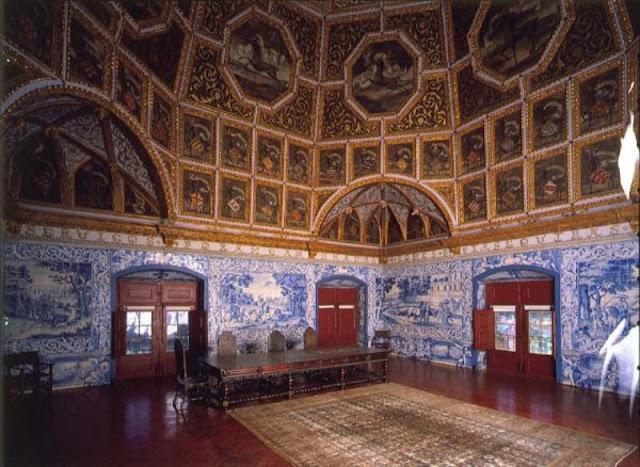 Sala com azulejos portugueses no Palácio Nacional de Sintra
