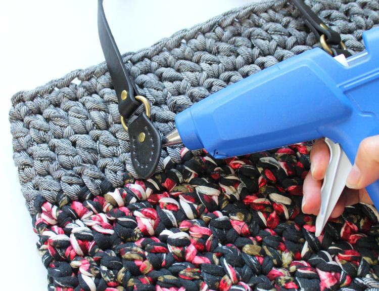 Adding handles in crochet