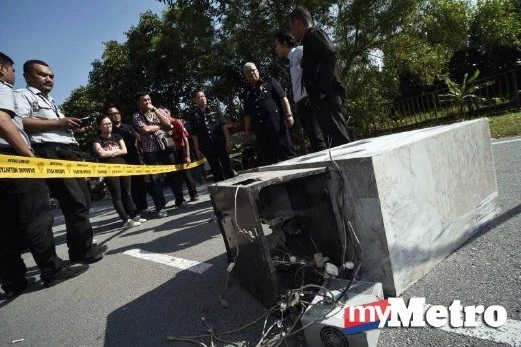 Misteri Mesin ATM Ditinggalkan Di Atas Jalan Raya Terjawab