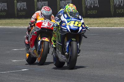 Protes Untuk Rossi - Marquez yang Lolos dari Hukuman Pengawas Balap