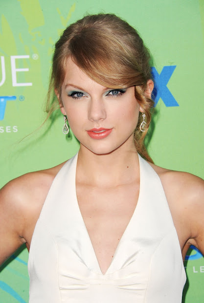 Megan Rossee Taylor Swift