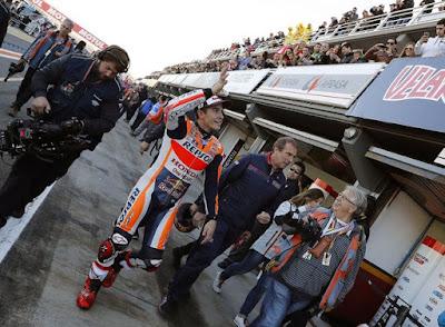 Marquez Kritik Rossi yang Tendang Fans Wanita di Valencia