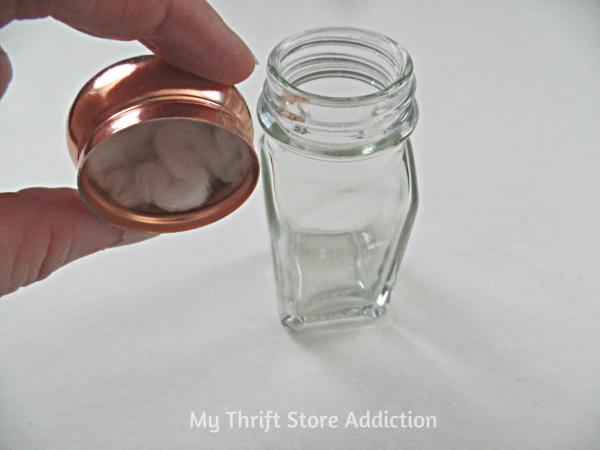 The 15 Minute Fix: Repurposed Salt Shaker Essential Oil Diffuser mythriftstoreaddiction.blogspot.com
