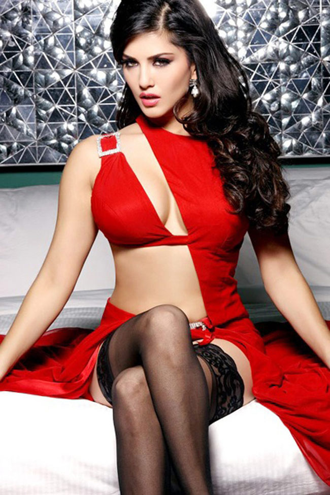 Sunny Leone hot pics in movie Jism 2,  Sunny Leone Jism 2 hot stills,  Sunny Leone in red hot dress in Jism 2