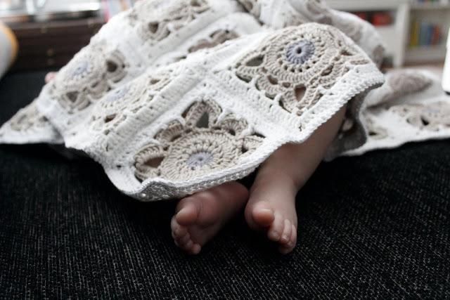 Virkattu vauvan peitto
