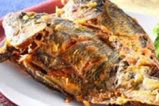 KUNYIT sangat sanggup dibikin renyah crispy Resep Ikan Goreng Bumbu Kuning KUNYIT