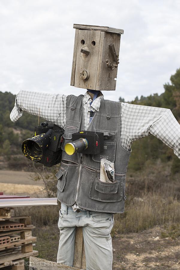 linnunpelätin kamera kaulassa