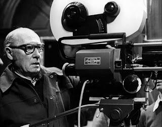 Roy Ward Baker (1916-2010) es uno de esos directores artesanales y efectivos que marcaron una época en el cine de terror