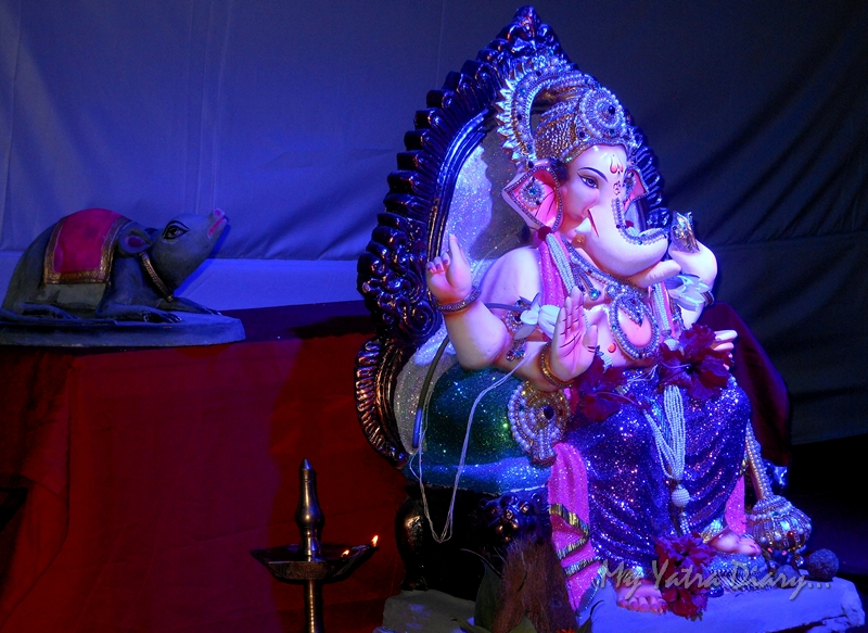Eco friendly Lord Ganesha Pictures with mouse, Ganesh Pandal Hopping, Mumbai