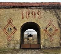 Brama z końskimi głowami