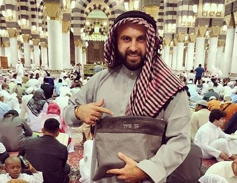 """بالفيديو والصور إسرائيلي داخل المسجد النبوي .. تعرف علي من هو """"بن تسيون"""" الصحفي الصهيوني"""