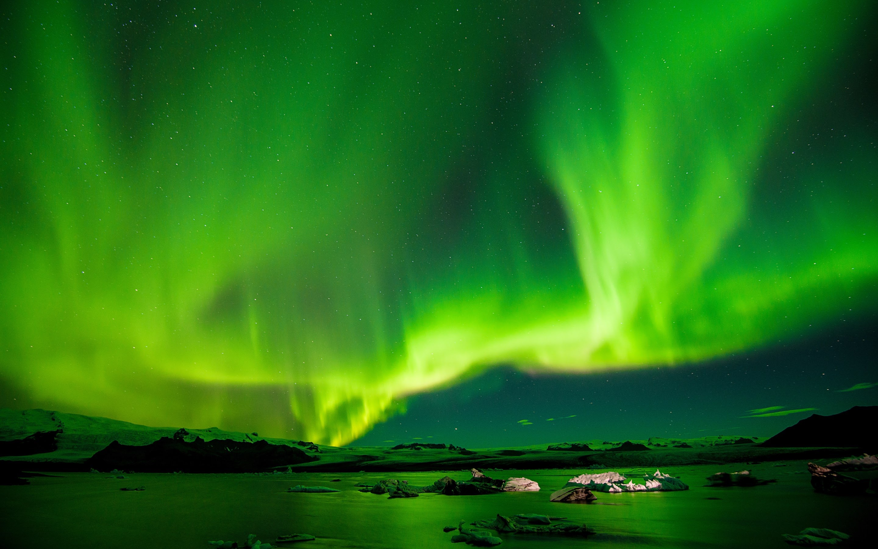 aurora borealis in iceland wallpaper hd wallpapers