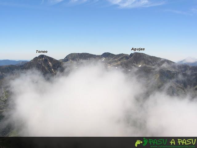 Ruta al Pico Torres y Valverde: Vista del Toneo y Aguas desde el Torres