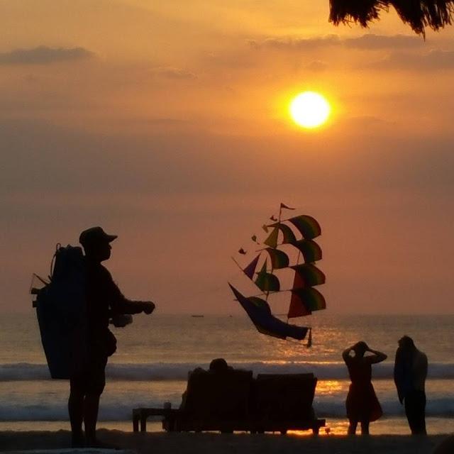 indahnya sunset pantai legian
