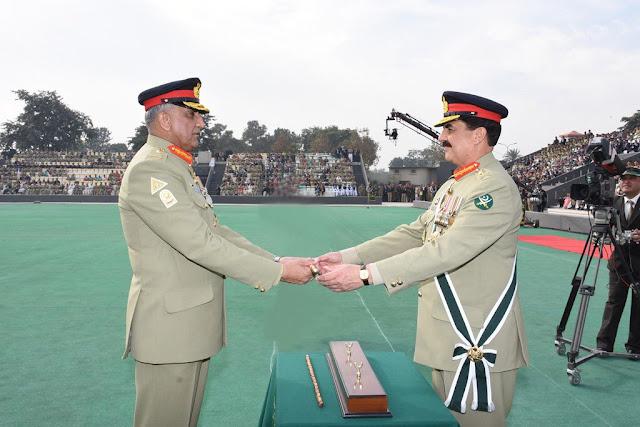 #GeneralQamarBajwa takes charge as Pakistan Army Chief - Gen. ReheelSharif handing over command stick >>
