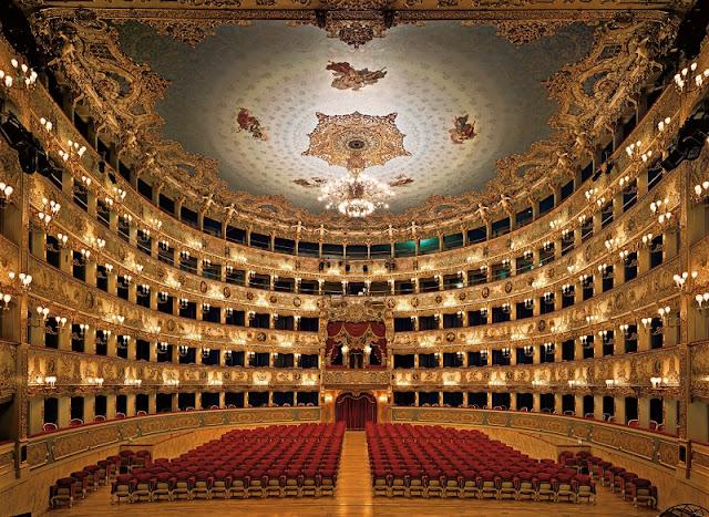 Interior do Teatro La Fenice em Veneza