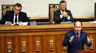 Tras la sesión donde chavistas irrumpieron, la Asamblea nacional habló de ruptura del orden institucional