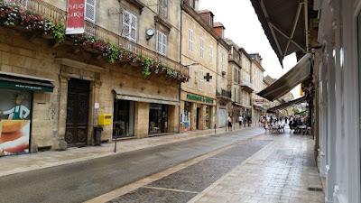 Sarlat. Rue du Republique