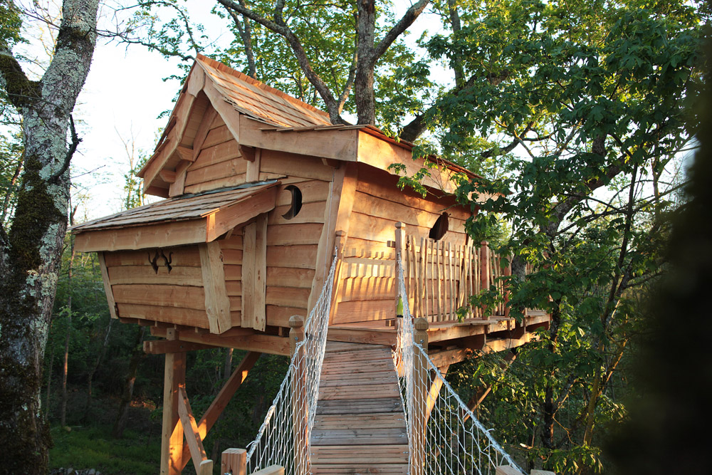 la colline de bouties la cabane perch e. Black Bedroom Furniture Sets. Home Design Ideas