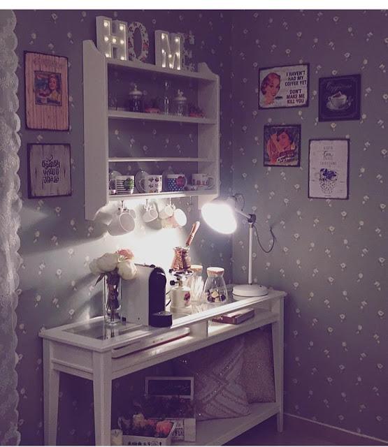 ركن قهوة في غرفة النوم