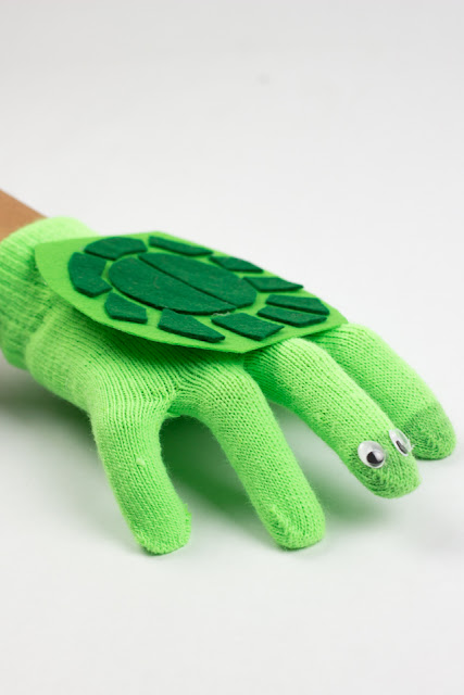 How to make a glove turtle puppet craft with kids!