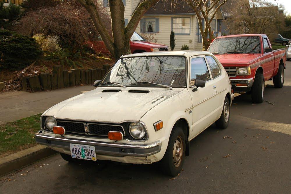 OLD PARKED CARS.: 1975 Honda Civic CVCC.