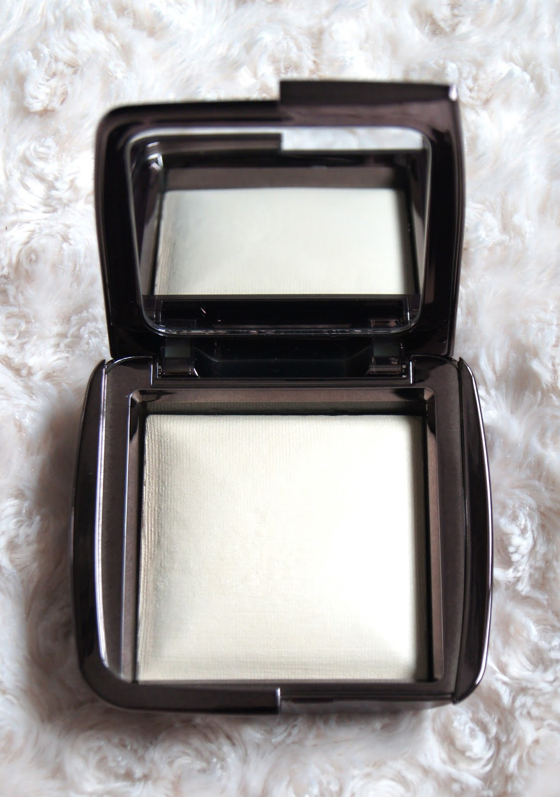 hourglass ambient lighting powder diffused light review