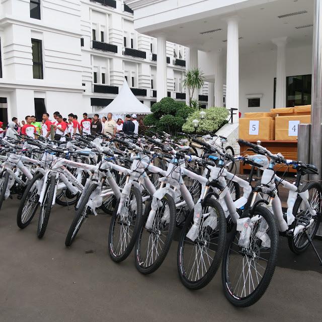 Hadiah sepeda yang akan dibagikan kepada peserta