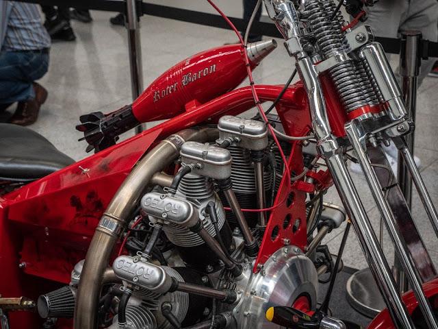 El motor rotativo de Baron es un Rotec Radial R3600, un motor de nueve cilindros y 150 caballos de fuerza de los aviones de guerra de la WW1.