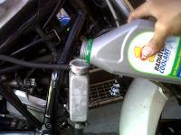 Cara Mudah Perawatan Air Radiator Motor Sport
