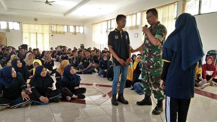 Anggota Koramil Cilacap Utara Beri Pembekalan Carakter Building Kepada Peserta Pelatihan BLKI Cilacap