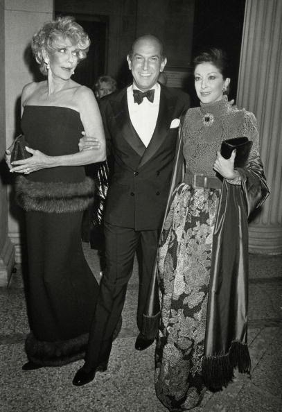 Oscar de la Renta with Pat Buckley and Mercedes Kellog by Getty Images | Ses Rêveries