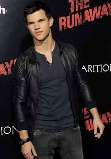 mode jaket kulit warna hitam yg diperkenalkan taylor lautner saat launching film the runaway