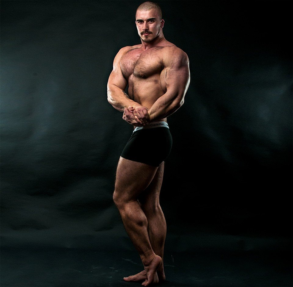 Muscle Lover: Swedish male model and bodybuilder Pete Lind
