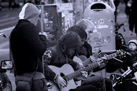 http://fineartfotografie.blogspot.de/2013/10/straenmusik-in-berlin-street-music-in.html