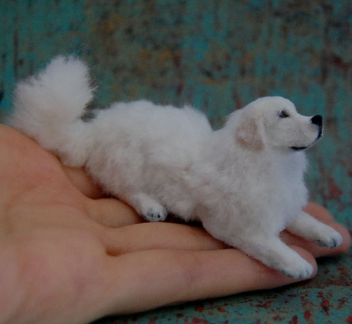 10-Great-Pyrenees-Dog-ReveMiniatures-Miniature-Animal-Sculptures-that-fit-on-your-Hand-www-designstack-co