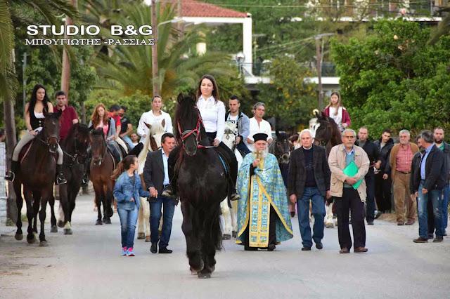 Βόλτες με άλογα για να τιμήσουν τον Άγιο Γεώργιο στα Λευκάκια