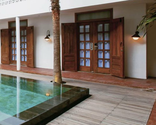 Tinuku.com Adhisthana Hotel combines room design classic ethnic and modern minimalist style