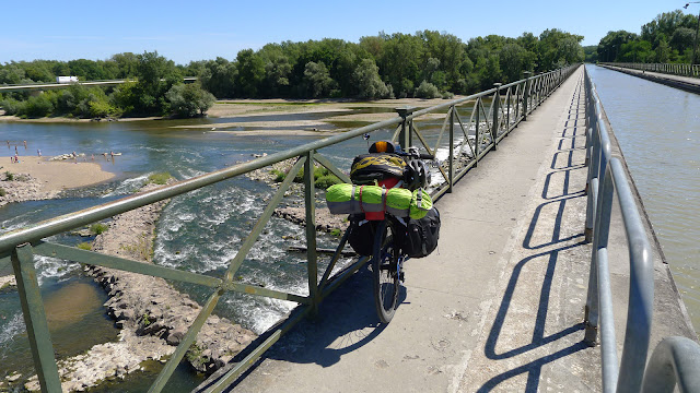 De Paris à Narbonne en vélo, Pont canal de Guétin