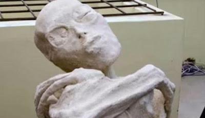 Mumi alien yang memiliki tiga jari tangan dan kaki