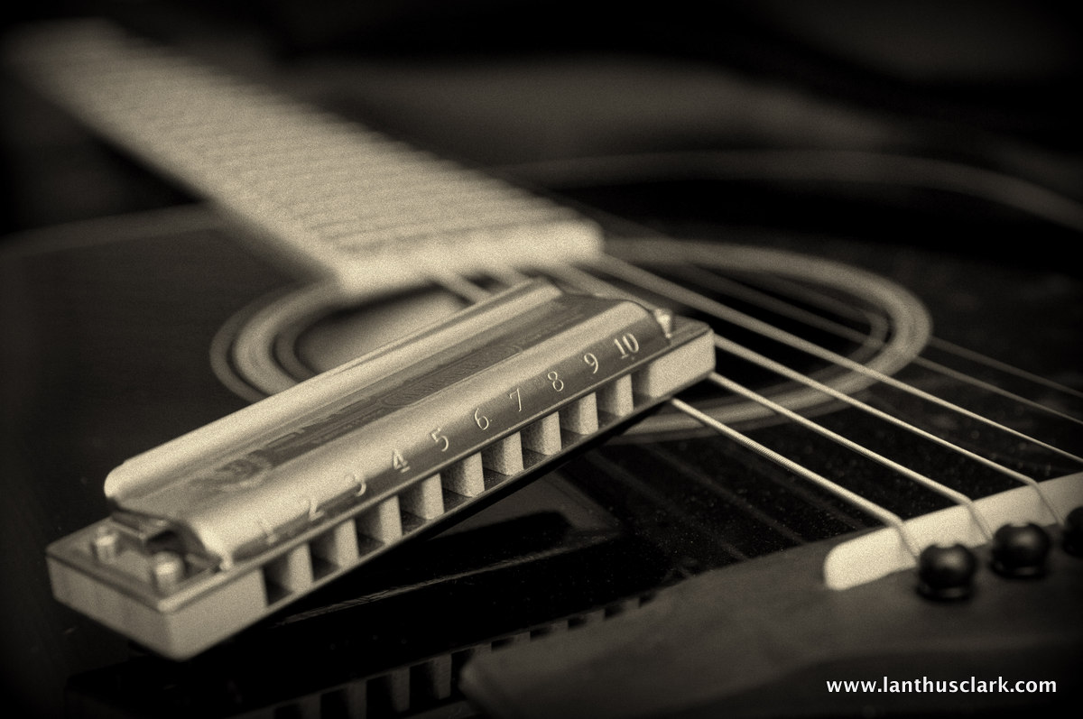 how to play blues harmonica with guitar