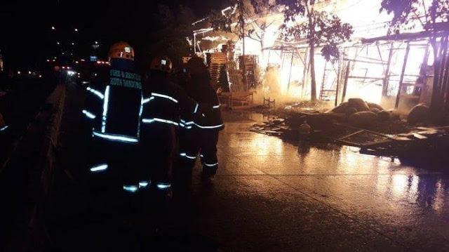 Kebakaran Lahan 600 Meter di Babakan Ciparay, Kota Bandung, 17 Mobil Pemadam Kebakaran Diterjunkan