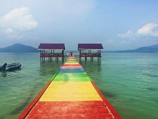 Dermaga Penyebrangan Pantai Klara Lampung