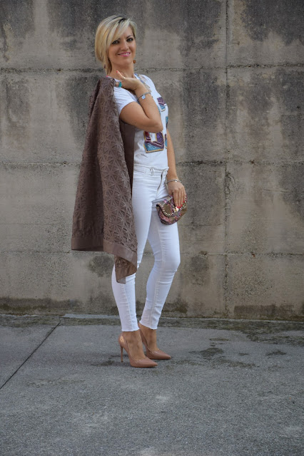 white jeans how to wear white jeans how to wear white jeans in winter mariafelicia magno fashion blogger color block by felym fashion bloggers italy italian web influencer september outfits autumn outfit